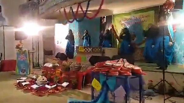 اجرای سرود ناشنوایان در مصلی تهران به علت شباهت آن به «حرکات موزون» متوقف شد