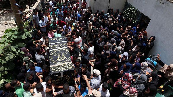 Mort de trois Gazaouis, enterrement d'un jeune soldat israélien