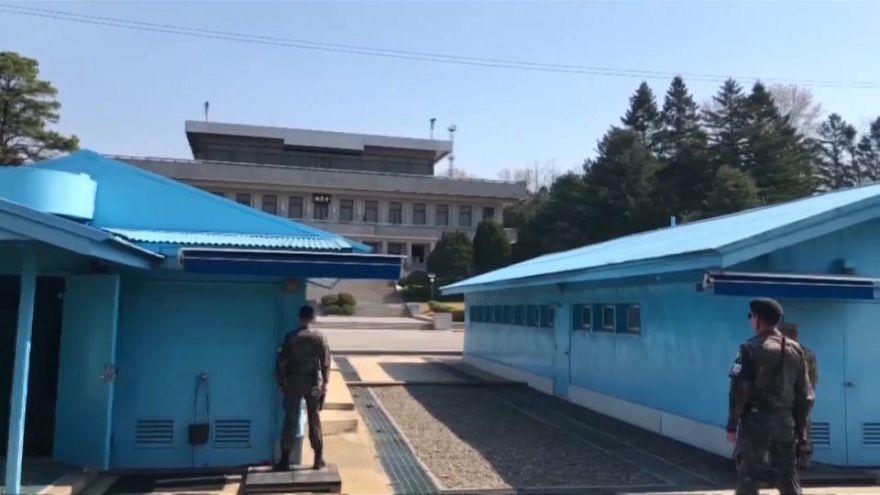 فريق أميركي يعبر خط الهدنة الفاصل بين الكوريتين