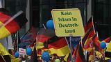 Germania, i nazionalisti dell'AfD in marcia contro la Merkel
