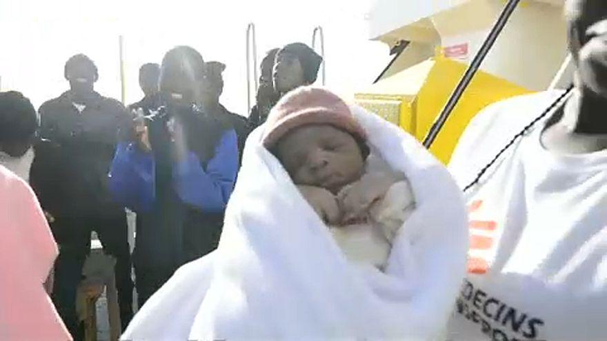 Kisbaba született egy mentőhajón