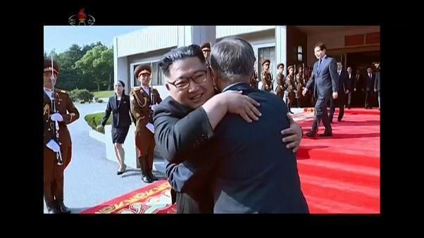 Koreli liderlerden samimi pozlar