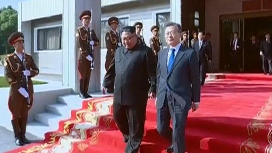 Divulgadas imagens do encontro entre líderes coreanos