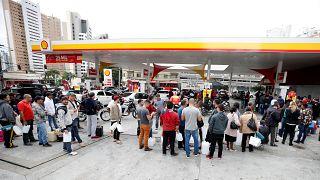 Greve dos camionistas no Brasil continua apesar das ameaças do governo