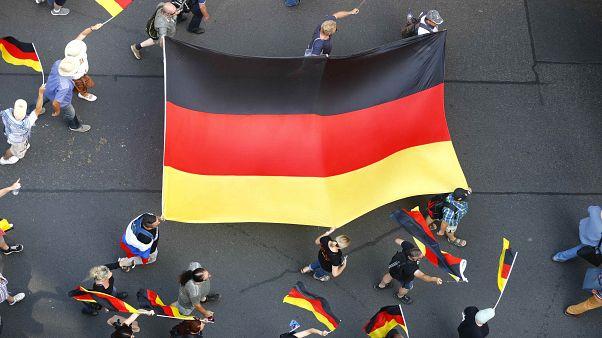 مسيرة لحزب البديل المتطرف في ألمانيا ضد الإسلام والمهاجرين وميركل