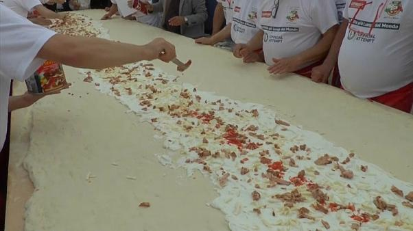 a new world record for a fried pizza