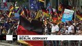 Milhares saem à rua contra governo de Merkel