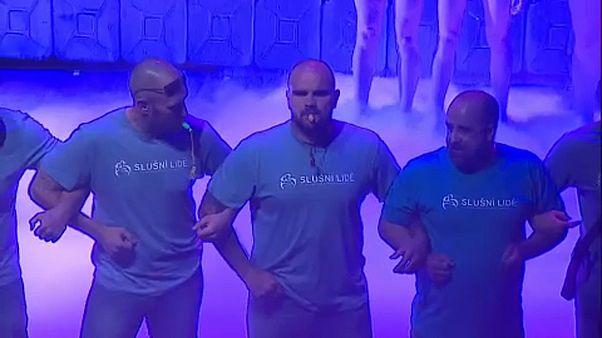 Movimento Pessoas Decentes interrompe peça de teatro na República Checa