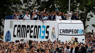 لاعبو ريال مدريد يحتفلون في شوارع العاصمة