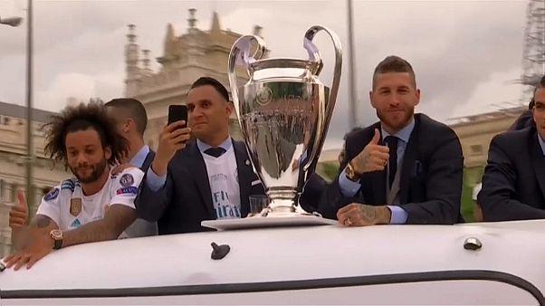 Madrid: Fußball-Profis und Fans feiern den Titel