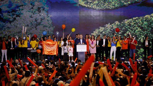 دوكي وبترو إلى جولة ثانية وحاسمة على رئاسة كولومبيا