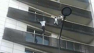 """El """"spiderman"""" de París  recibirá la nacionalidad e integrará los bomberos"""