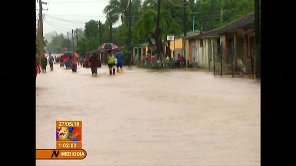 Más de 5.000 evacuados en Cuba por la tormenta Alberto