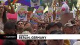 Face-à-face tendu entre pro et anti-AfD à Berlin