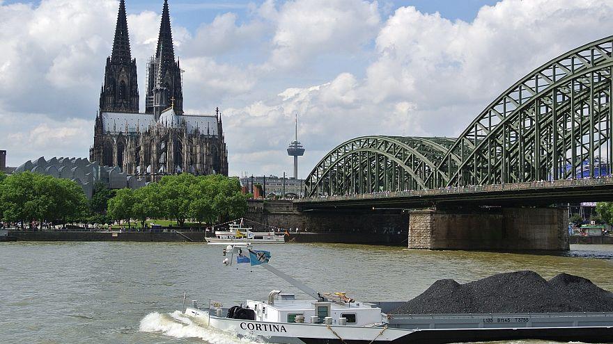 Schock in Köln: Schulkind (7) von Müllwagen überrollt