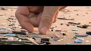 استبدال القش البلاستيكي أول خطوات تنظيف البيئة على سواحل يونانية