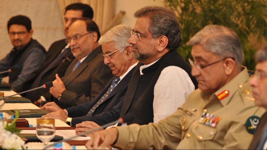 دولت پاکستان نصیرالملک، دادستان کل پیشین این کشور را به عنوان نخستوزیر موقت برگزید