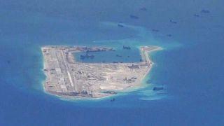صورة من الجو لجزر متنازع عليها في بحر الصين الجنوبي