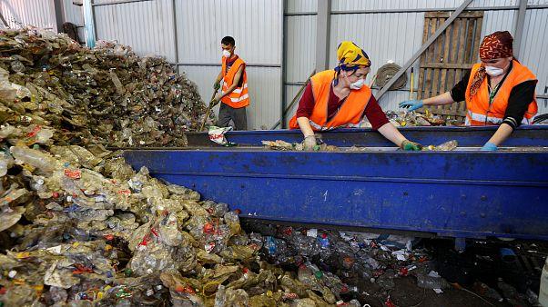 Bruselas declara la guerra al plástico de usar y tirar