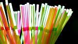 Yunanistan tek kullanımlık plastik pipetlere son veriyor