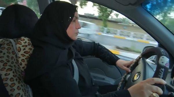Kifah, l'Irakienne conductrice de taxi