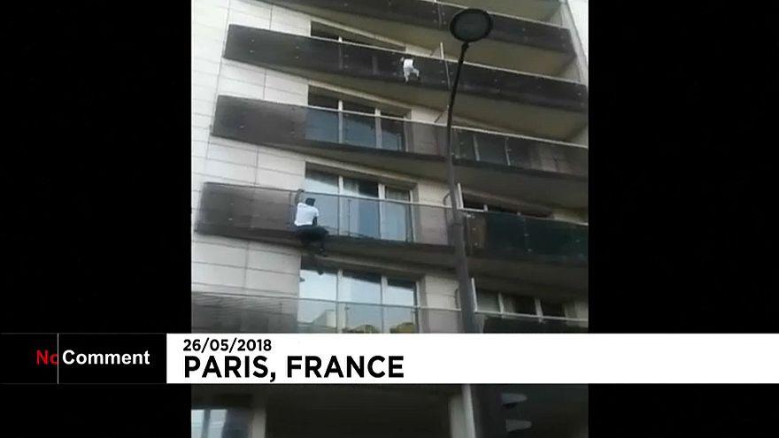 Франция: нелегал-герой получит гражданство