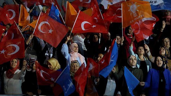 بیست و پنجمین سالگرد حمله به مهاجران ترک در آلمان با حضور وزیر خارجه ترکیه برگزار شد