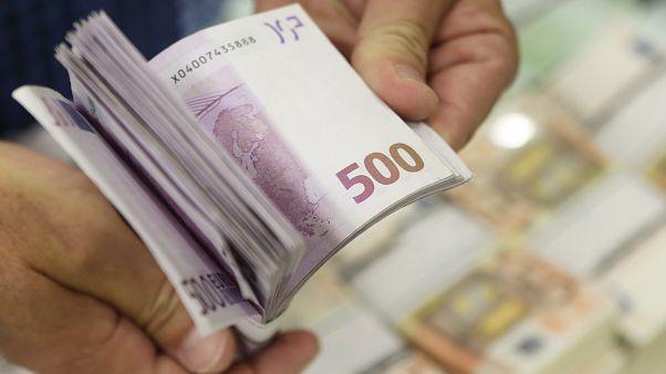 Eurostat: «Πρωταθλητές» οι Έλληνες στην καθυστέρηση πληρωμής των οφειλών τους