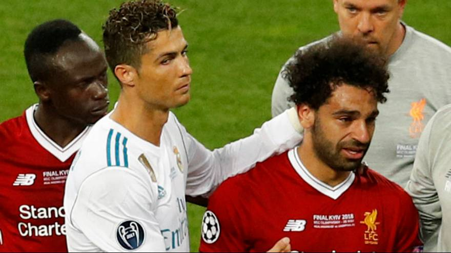 Ronaldo conforta Salah após a lesão na final da Liga dos Campeões