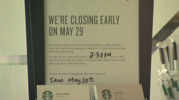 Dipendenti Starbucks a lezione di anti-razzismo