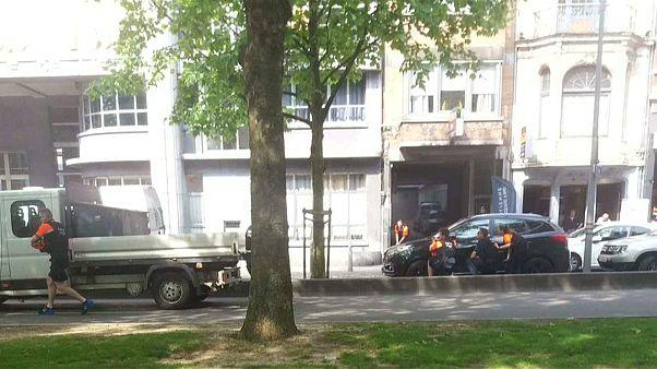 رجال الأمن خلال مواجهة مطلق الرصاص