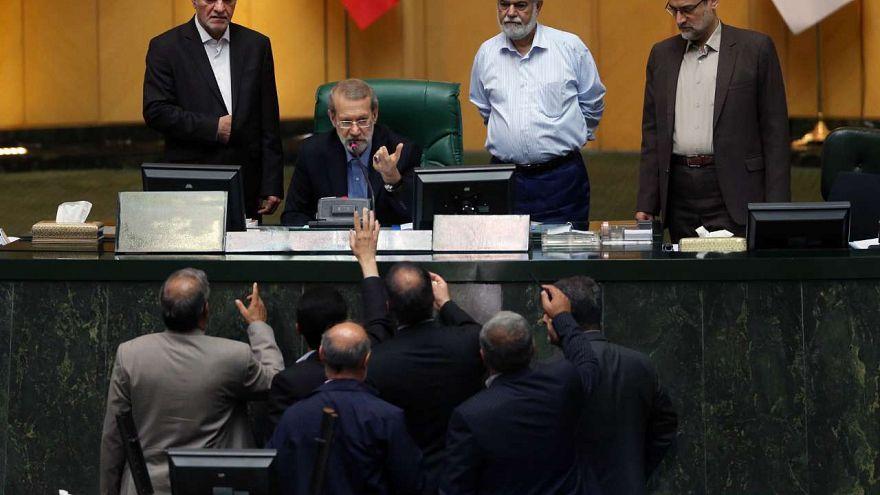 لاریجانی به زحمت رئیس مجلس ماند