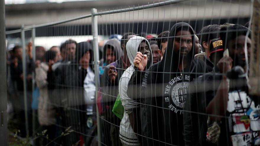 إخلاء أكبر مخيم للمهاجرين في ضواحي باريس