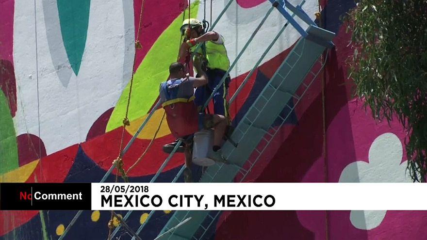 Sauvetage réussi après le décrochage d'un échafaudage au Mexique