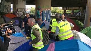 Paris evacua acampamento de migrantes
