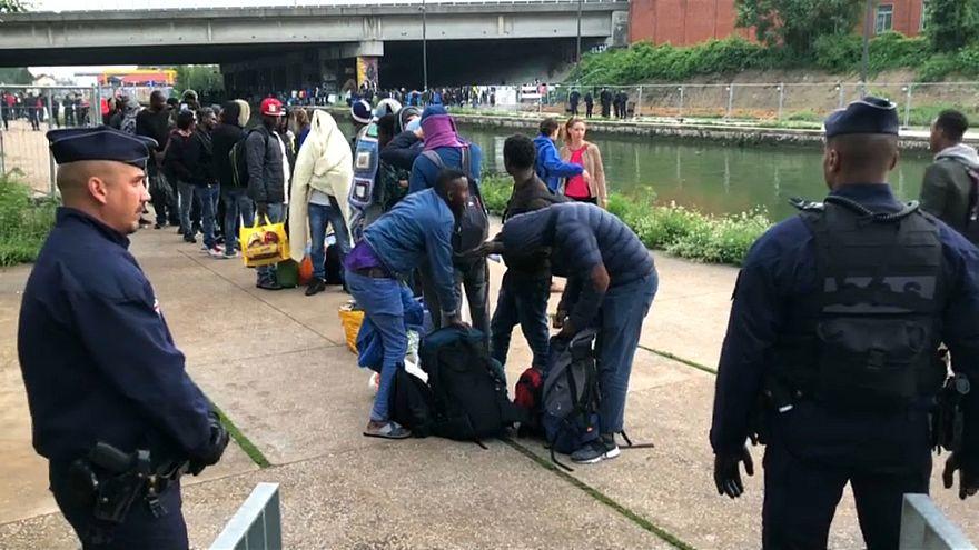"""Париж: мигрантов """"Тысячелетия"""" эвакуировали"""