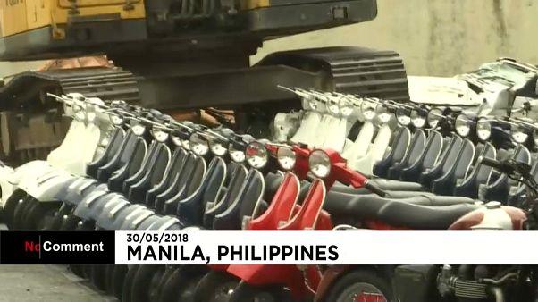 Filipinler'de 122 kaçak lüks motorsiklet hurdaya çevrildi