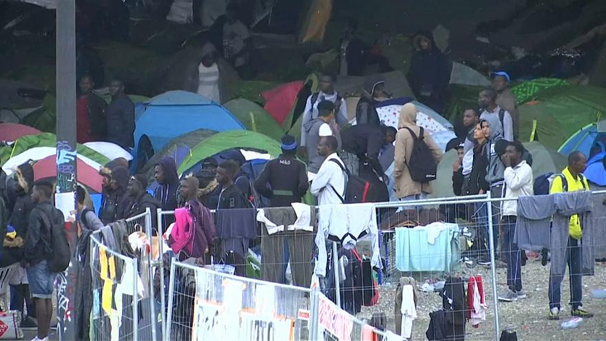 Parigi: evacuato il maggiore campo migranti della città