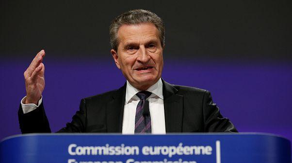 El comisario Oettinger se disculpa ante los votantes italianos