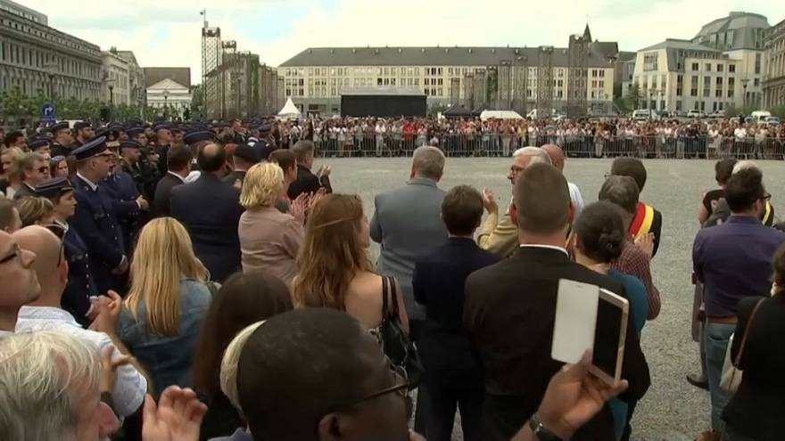 Belçika terör kurbanlarının ardından ağlıyor