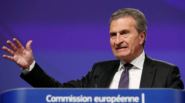 Così Oettinger spalleggia i populisti