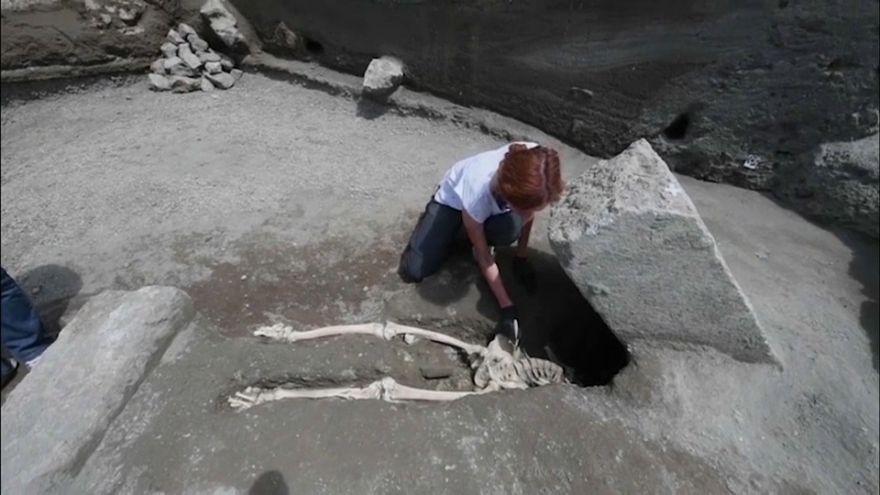 İtalya Pompei'de yeni bir insan iskeleti bulundu