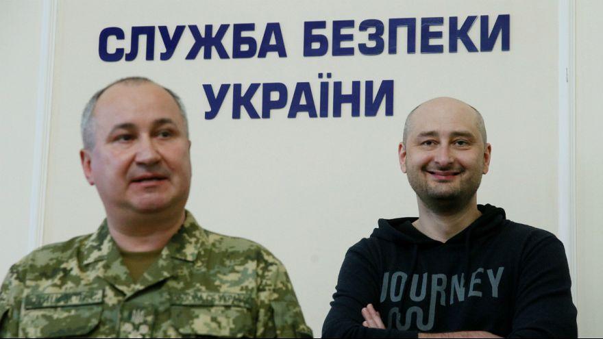 Arkady Babchenko apareceu vivo e até sorridente em Kyiv