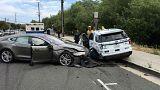 """Une Tesla en mode """"Autopilot"""" percute une voiture de police"""