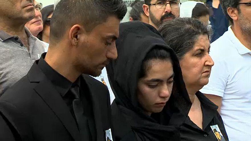 Pais de Mawda Shawri no funeral da filha abatida pela polícia belga