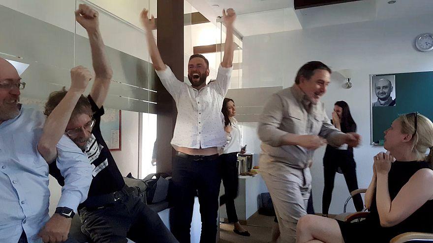 """Amigos festejam """"não morte"""" de jornalista russo"""