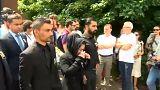 شاهد: الآلاف يشيعون جثمان طفلة عراقية قتلت على يد الشرطة البلجيكية