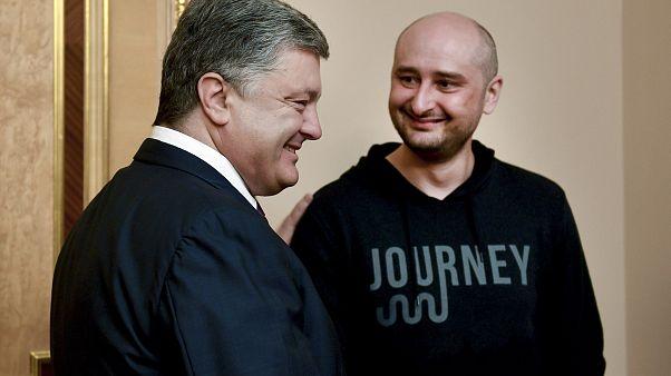 """""""Mort"""" et """"résurrection"""" d'Arkadi Babtchenko : la fin justifie-telle les moyens?"""