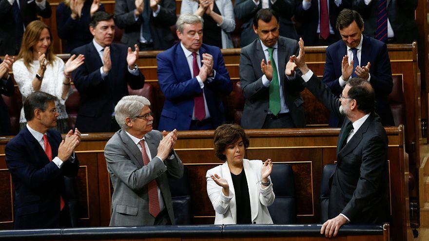 Crónica: Rajoy, primer presidente destituido por el Parlamento