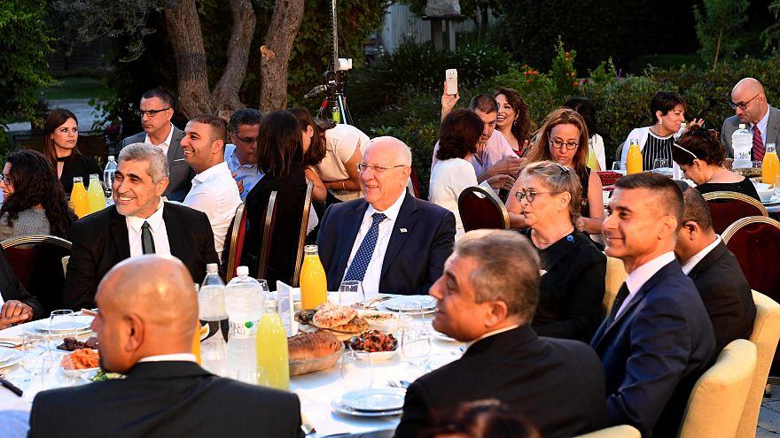 شاهد: الرئيس الإسرائيلي يقيم مأدبة إفطار رمضانية للقيادات المسلمة في مقر إقامته